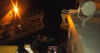 لحظة فتح هاويس إسنا بالأقصر للسماح بمرور باخرة نيلية