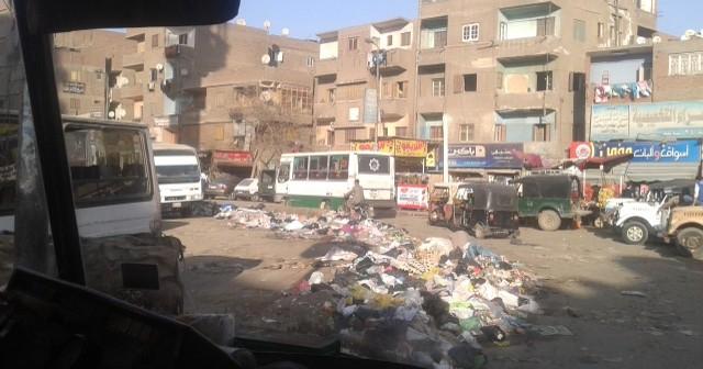 📷|بالصور.. القمامة تعترض شارع 15 مايو وطريقي بهتيم ومسطرد بشبرا