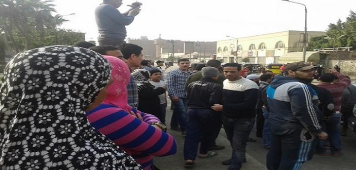 أهالي مساكن المنشية بشبرا يقطعون طريقا بسبب انقطاع المياه وعودتها «مُكهربة»