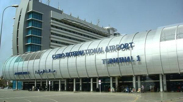 📷  راكب يشكو إهمال دورات المياه في مطار القاهرة