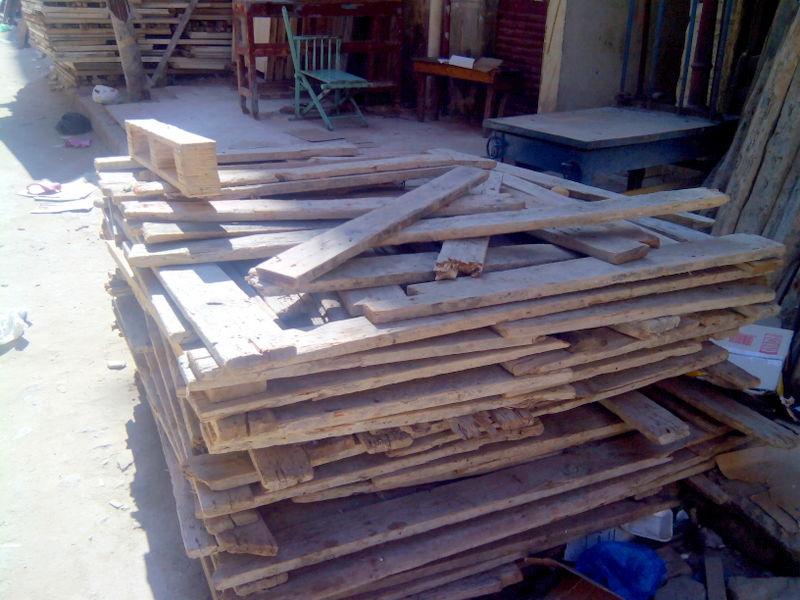 قصة تجارة الخشب القديم.. رزق غائب.. و«الزبون الفهمان» اختفى (صور)