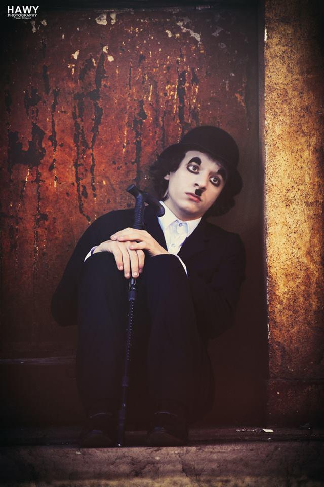 شارلي شابلن كان هنا.. مصور يُعيد «الضاحك الصامت» إلى بورسعيد بـ«آلة الزمن»