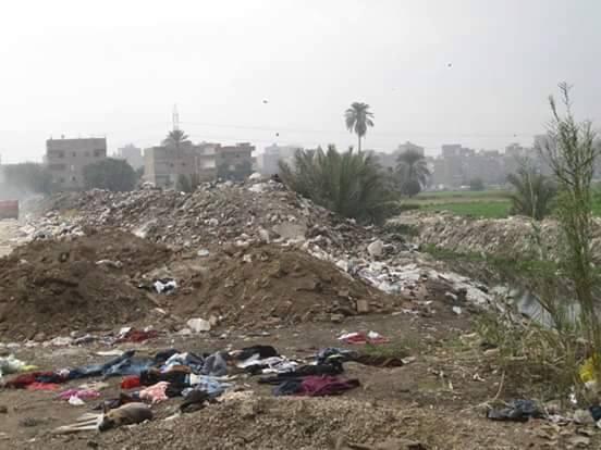 أطاحت القمامة برئيس حي شرق شبرا.. ومخلفاتها مازالت بالشوارع