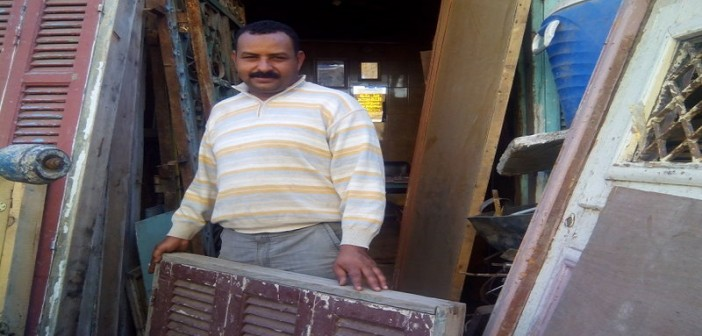 📷|قصة تجارة الخشب القديم.. رزق غائب و«الزبون الفهمان» اختفى (صور)