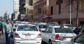 سائقو التاكسي الأبيض VS «أوبر وكريم» وبينهما مجلس الدولة والمرور