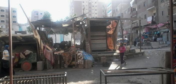 📷| أهالي عرب غنيم بحلوان يشكون انتشار الإشغالات على مدخل المنطقة