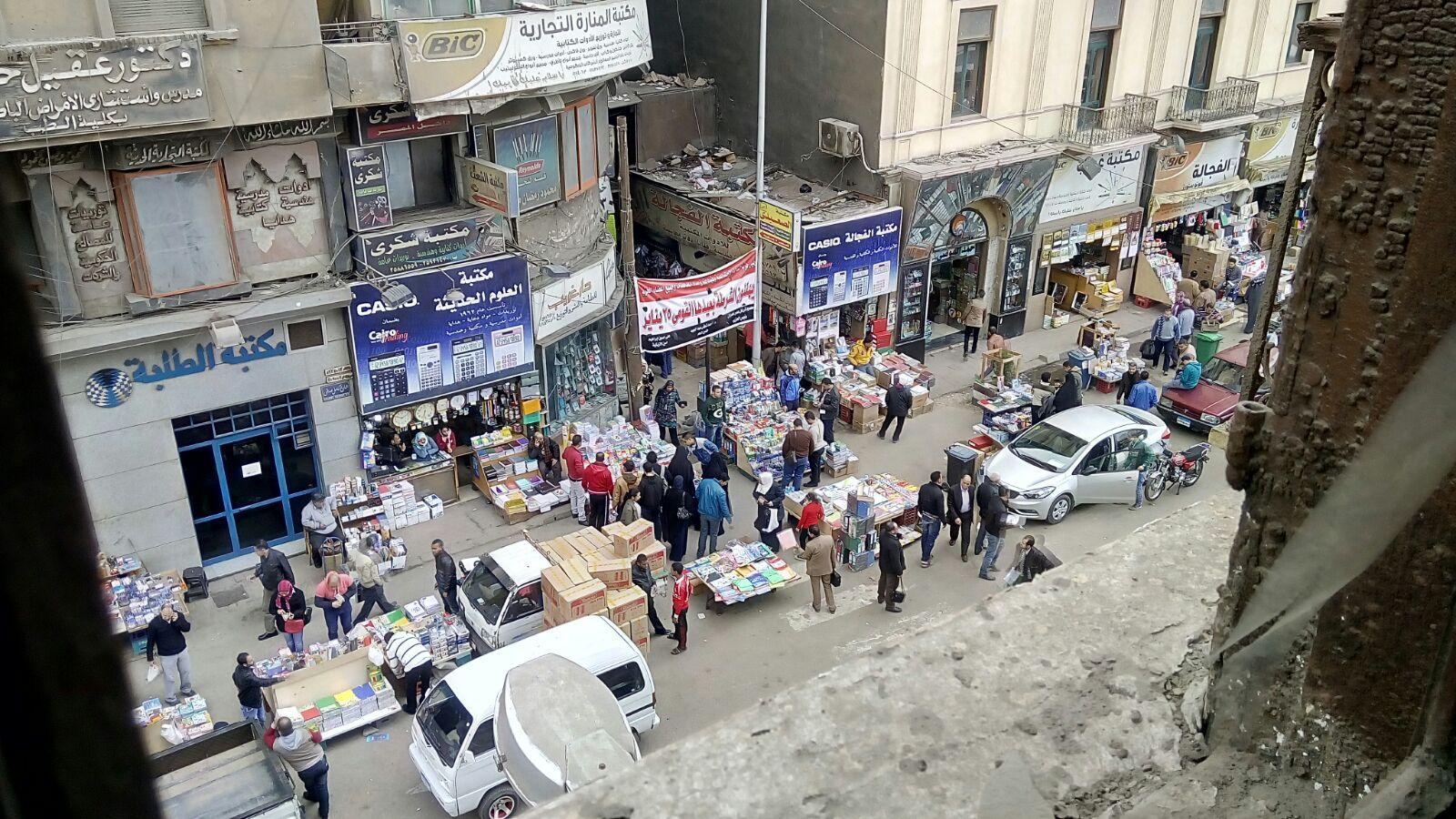 مواطن يطالب بنقل الباعة الجائلين من شارع صدقي بالفجالة