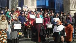 مُدرسو مسابقة «الـ 30 ألف معلم» يتظاهرون على سلم «الصحفيين»
