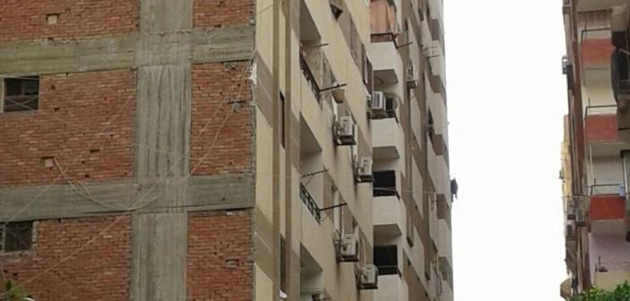 📷| مواطن يُحذر: بناء مُتسارع لأبراج مخالفة في عين شمس أدى لانهيار البنية التحتية