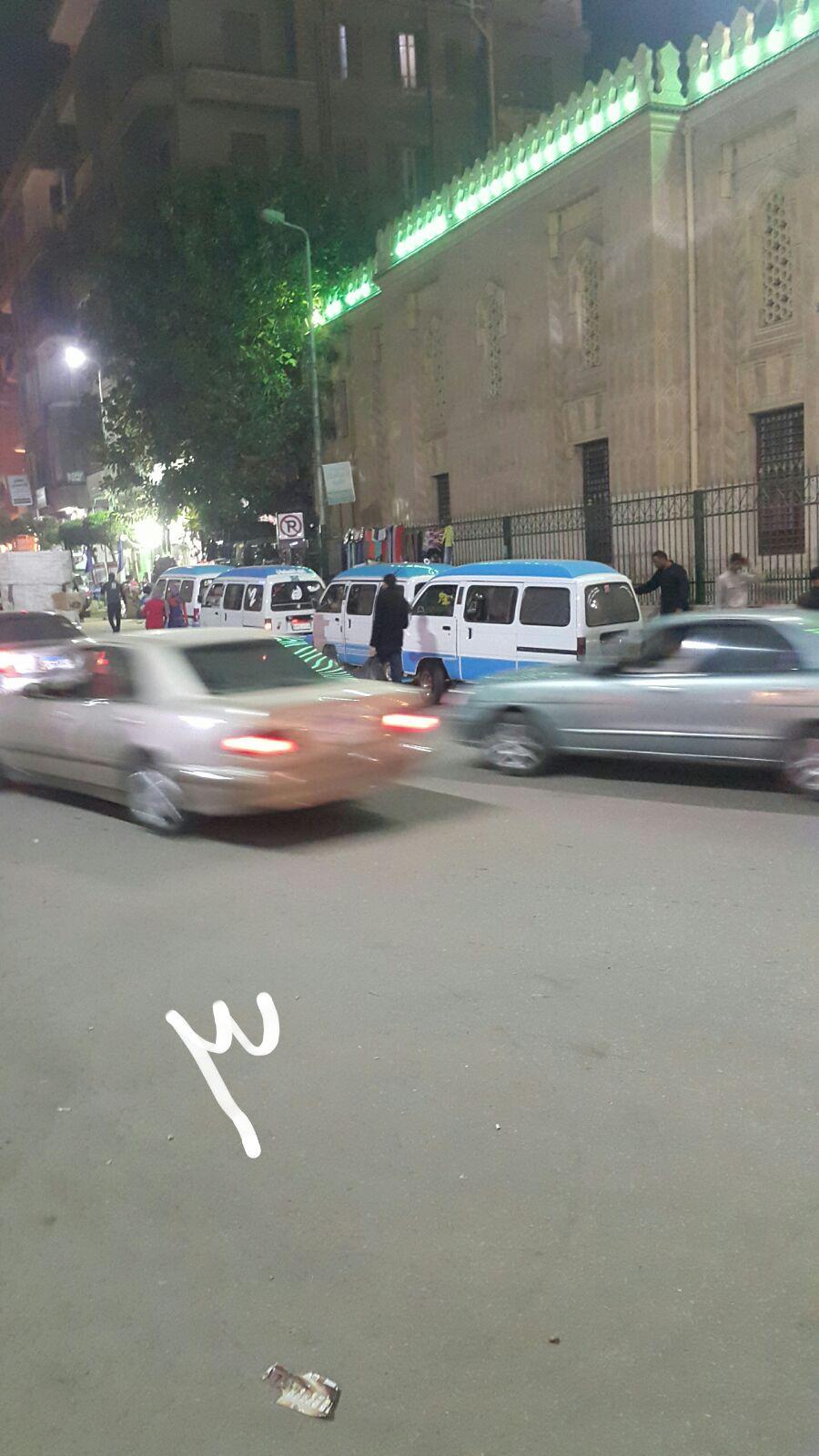 مواطن يتهم أمين شرطة بـ«كلبشة» سيارته دون بقية المخالفين: «قاللي ادفع»