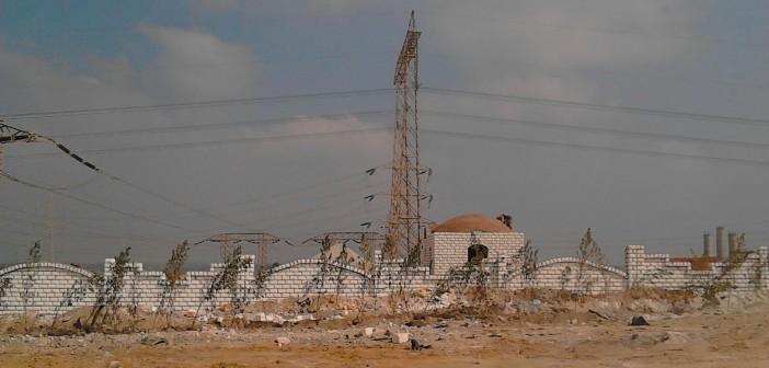 📷| مهندس يُحذر: أراض للدولة يتم البناء عليها أسفل أبراج الضغط العالي