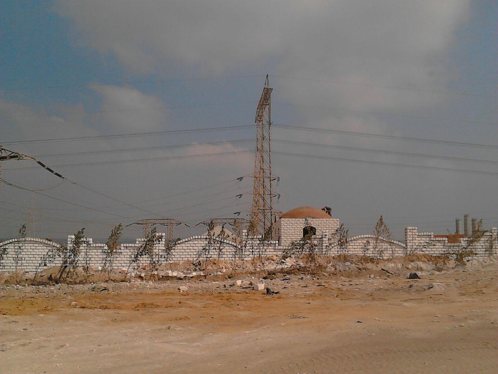 مهندس يحذر: أراضي للدولة تم الاستيلاء عليها والبناء أسفل أبراج الضغط العالي