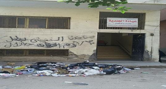 📷| بالصور.. تجمعات للقمامة أمام مكتب صحة السنبلاوين بالدقهلية