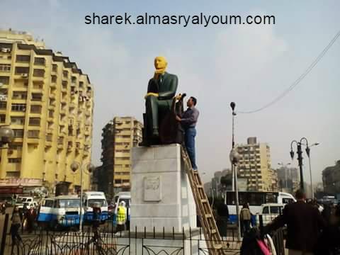 دهان تمثال محمد عبدالوهاب في ميدان باب الشعرية