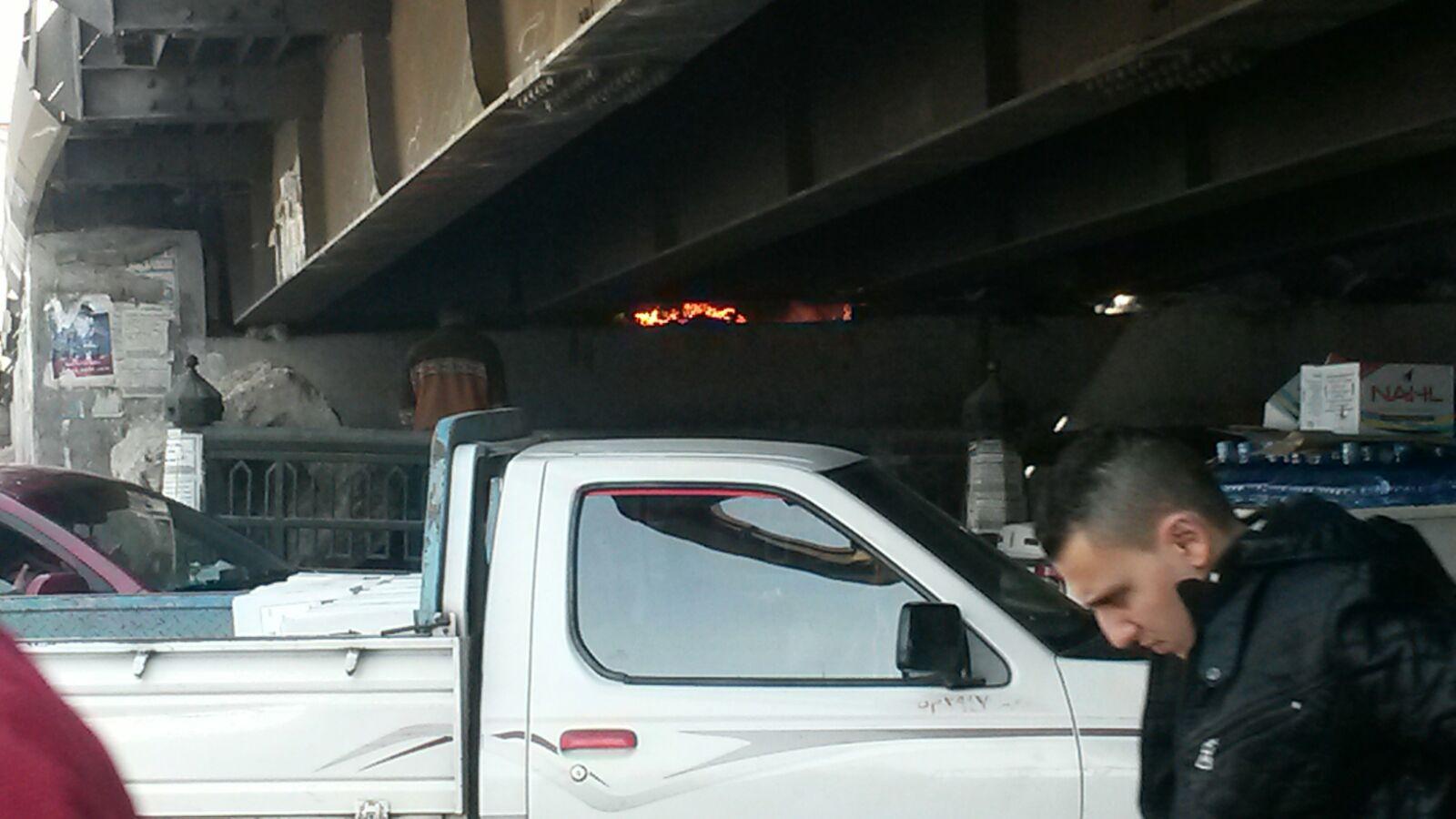 السيطرة على حريق أسفل كوبري السيدة عائشة.. وشاهد عيان: دام ساعتين