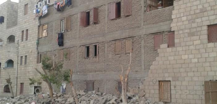 📷| عمارة مُهددة بالانهيار بعد وقوع واجهتها بإدفو
