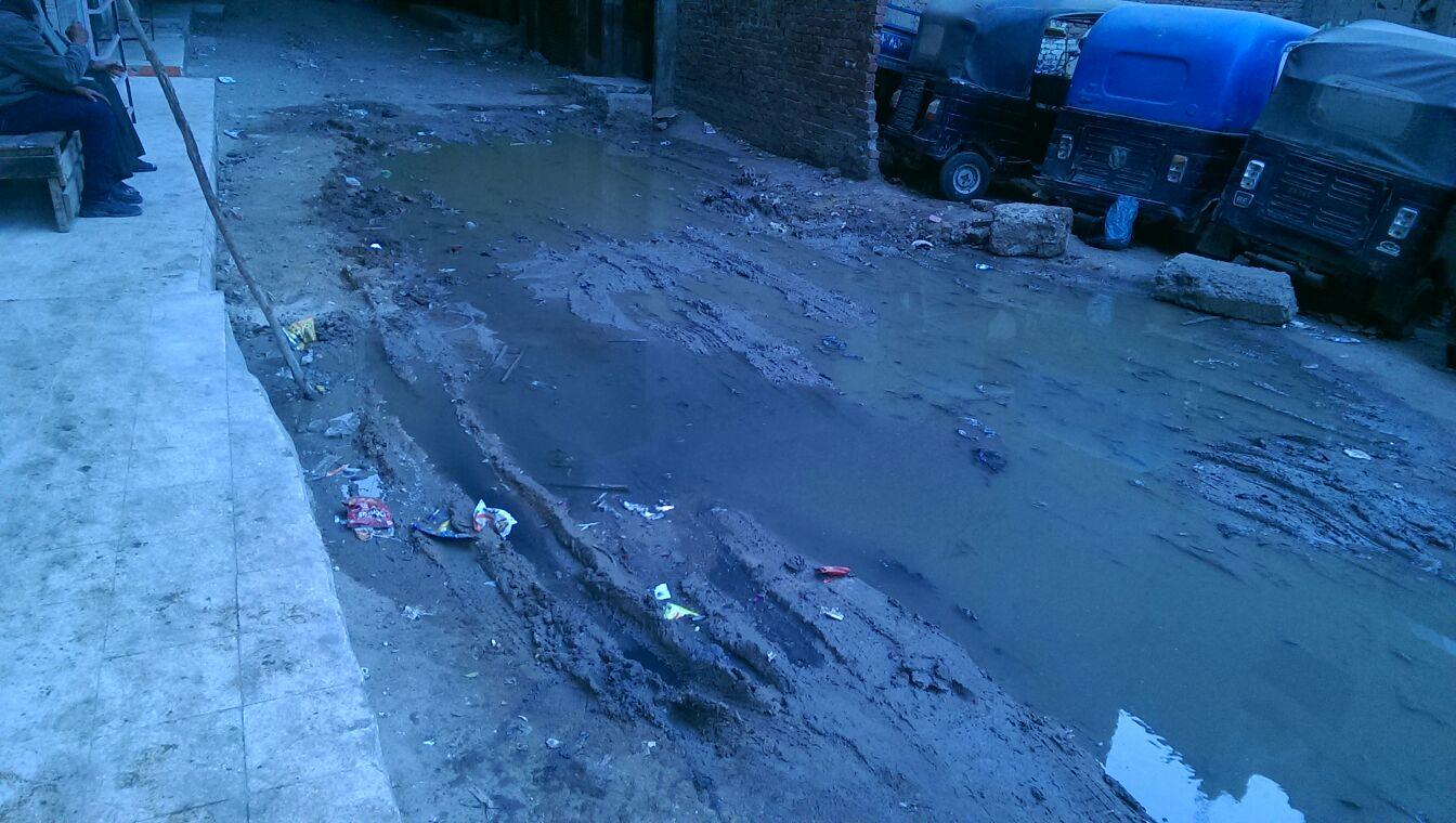 طفح مياه الصرف الصحي بشوارع الخصوص وسط تجاهل المسؤولين