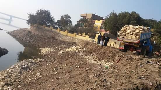 عمليات ردم لنهر النيل في مركز الواسطى ببني سويف