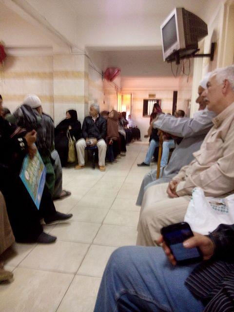 مرضى القلب بمستشفى النيل بشبرا: ننتظر منذ 5 ساعات.. والطبيب اعتذر عن الحضور