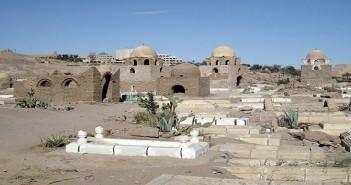 800px-Assuan_Fatimidischer_Friedhof_02-667x500