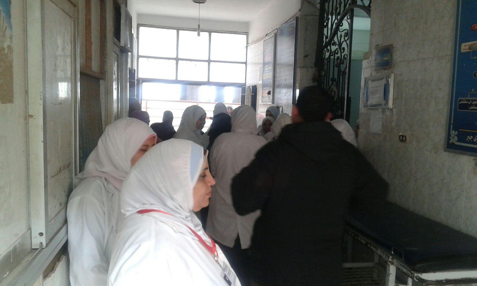 مستشفى كوم حمادة: أمين شرطة صفع ممرضة لما شاهدته يصورها بهاتفه