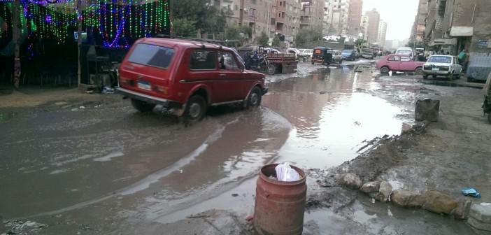 📷| بالصور.. طفح الصرف بأحد شوارع الخصوص.. وانفجار كابل كهرباء