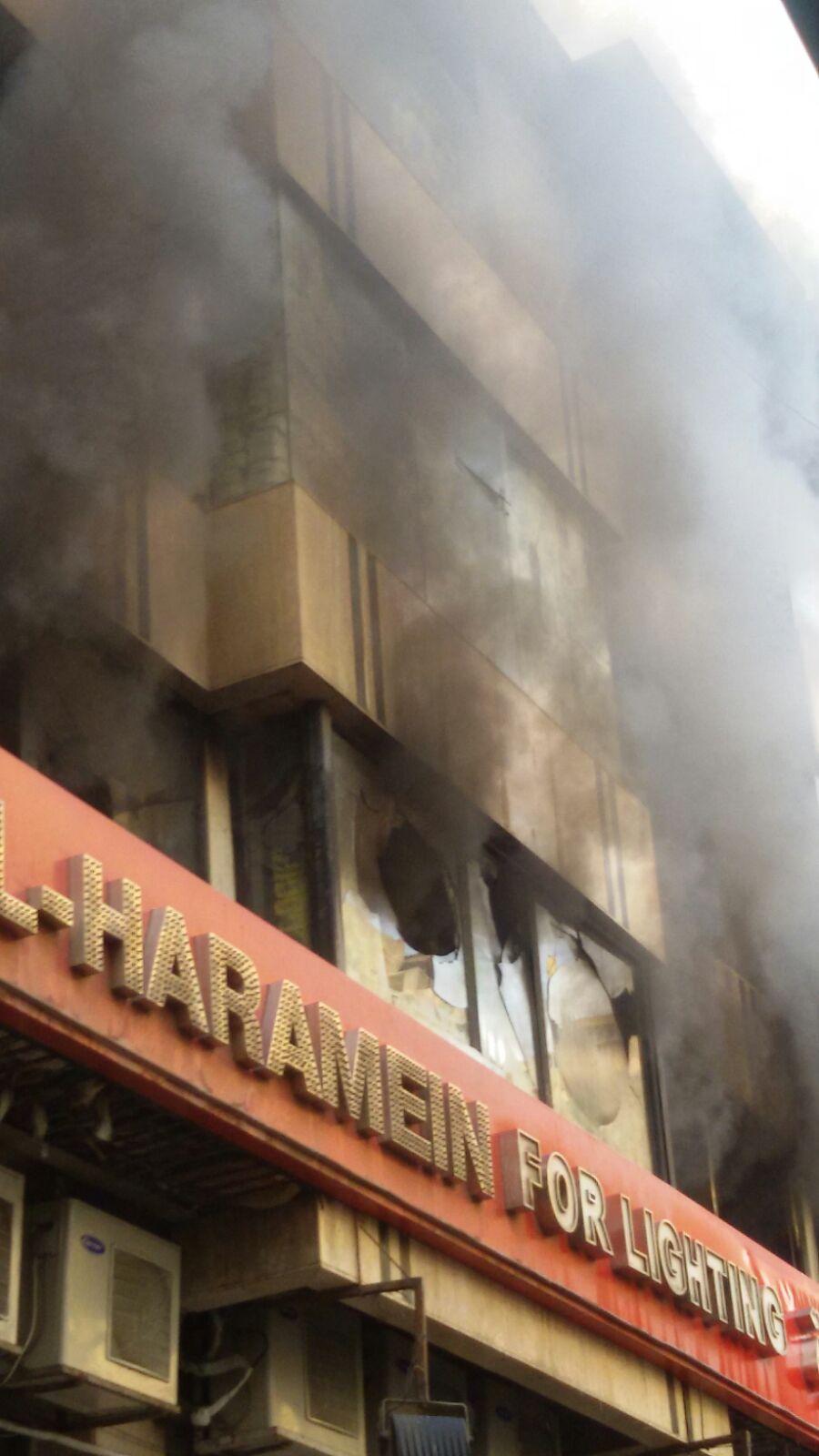 حريق هائل بأحد مولات العتبة بوسط القاهرة