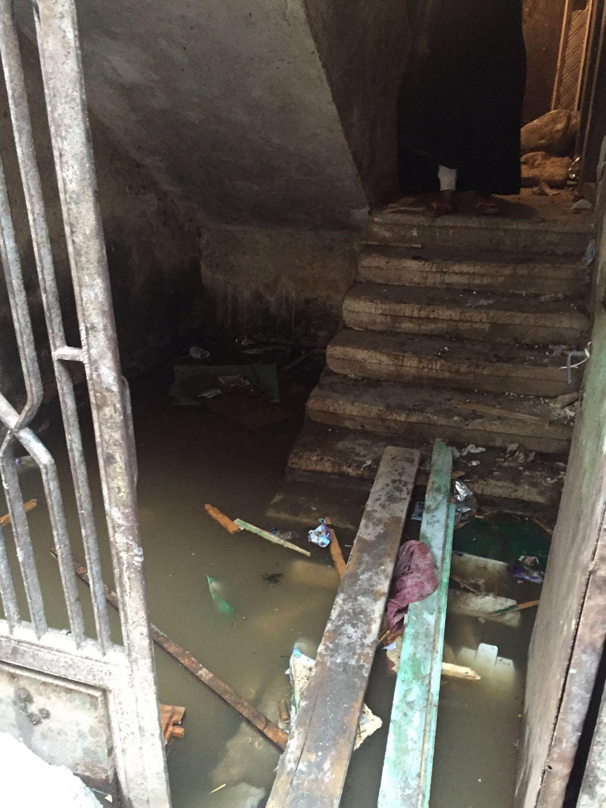 «البرادعة» تغرق في المجاري.. وارتفاع منسوب الصرف داخل البيوت