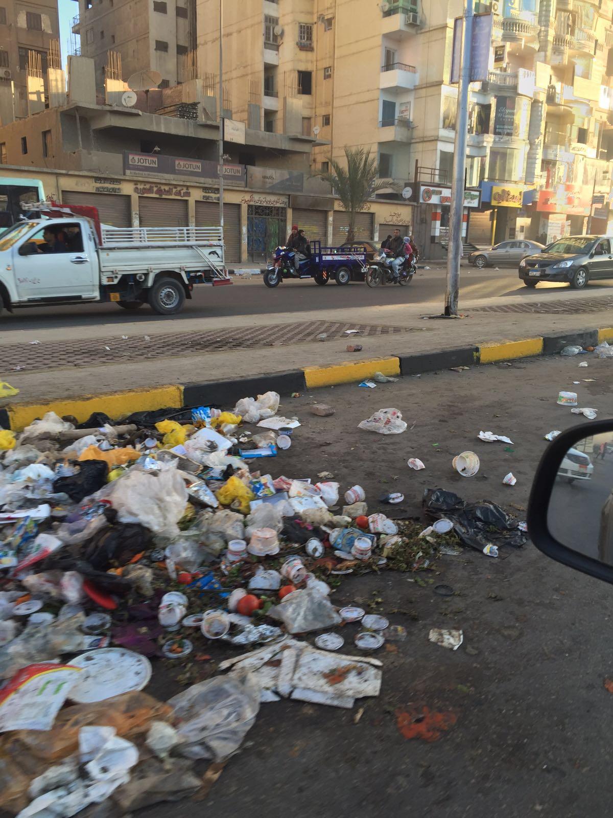 بالصور.. انتشار القمامة في شوارع الحي العاشر بمدينة نصر