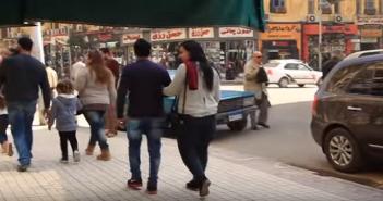 بالفيديو.. مظاهر احتفال المصريين بعيد الحب.. «السناجل» في المشهد أيضًا