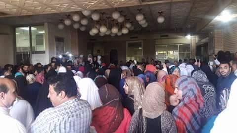 بالصور.. إضراب «تمريض» المستشفى الجامعي بالإسماعيلية للمطالبة بالكادر
