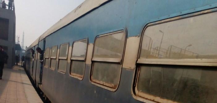 📷| تعطل قطار الفيوم ـ الإسكندرية في بني سويف منذ الثامنة صباحًا