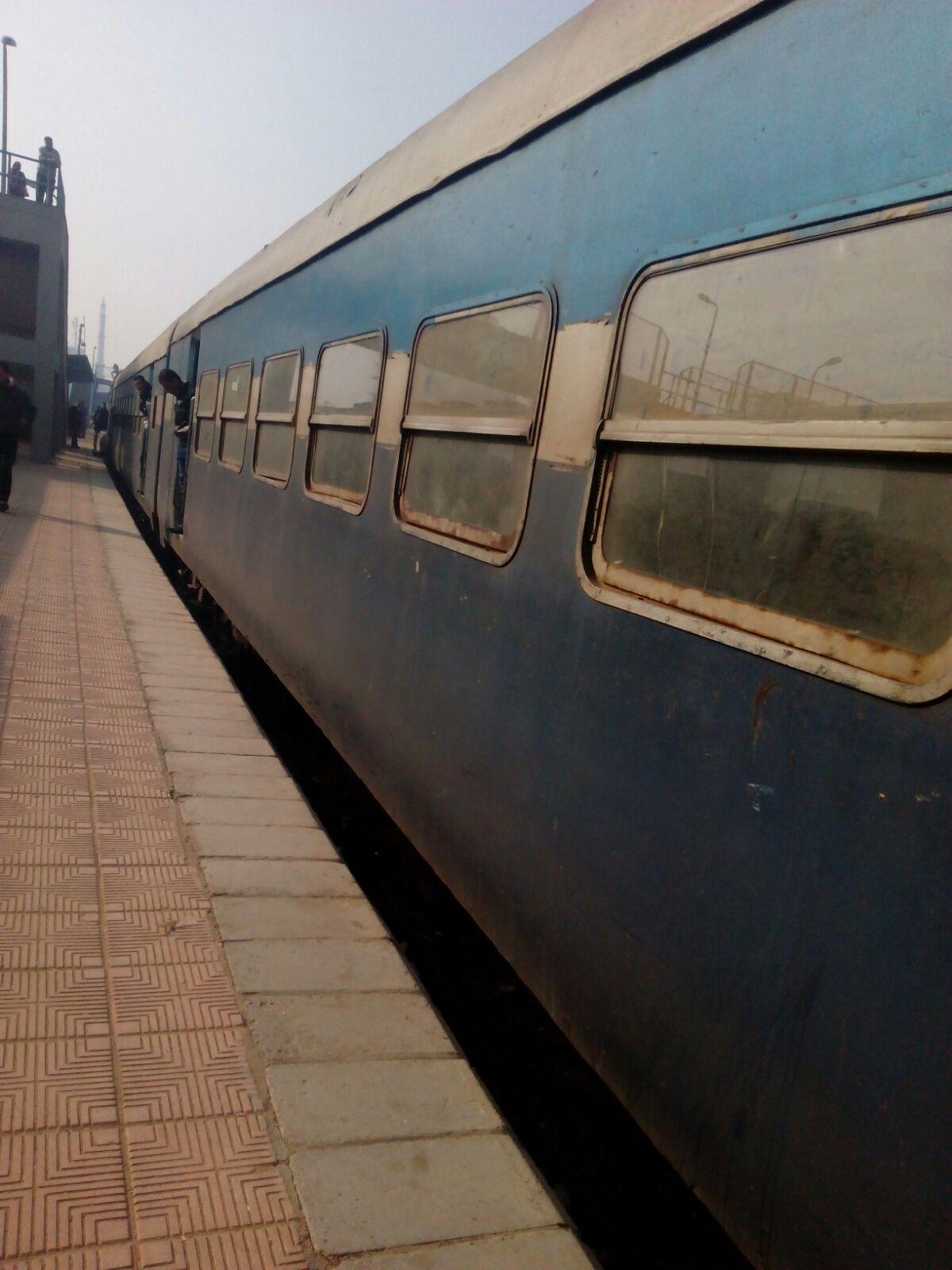 تعطل قطار الفيوم ـ الإسكندرية في بني سويف منذ الثامنة صباحًا