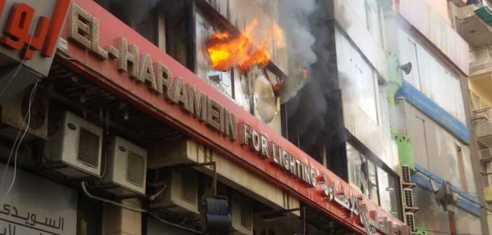 ▶| بالصور والفيديو.. حريق هائل بأحد مولات العتبة بوسط القاهرة