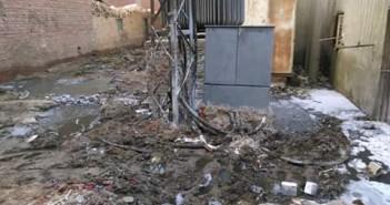 المياه تغرق كابينة كهرباء في إحدى قرى القليوبية.. وتهدد بوقوع كارثة