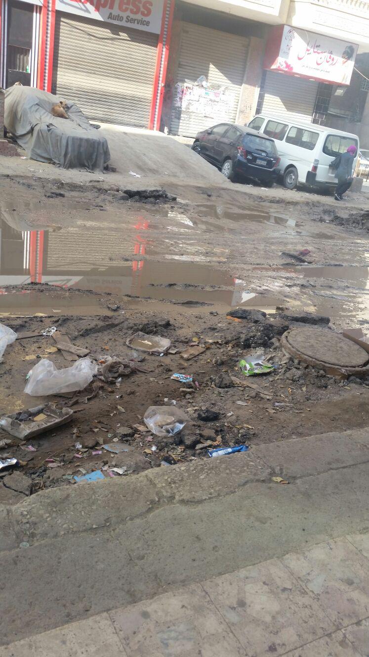 شوارع سهل حمزة بالهرم تغرق في الصرف الصحي وسط تجاهل المسؤولين