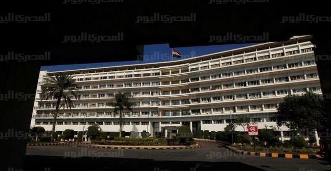 مواطن يناشد وزير الدفاع بعلاج شقيقه على نفقة القوات المسلحة: نستدين لعلاجه