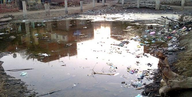 📷| الصرف يهدد بيوت «مشيرف» بالمنوفية.. وغرق ملعب القرية