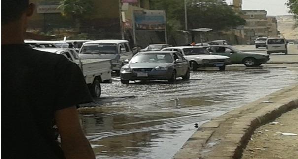 شوارع بأسوان تغرق في المياه والقمامة وسط تجاهل المسؤولين
