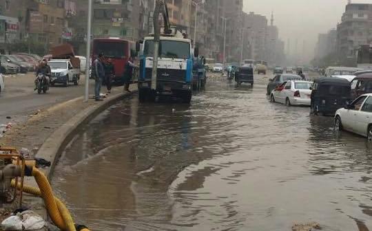 📷| انفجار محبس عمومى يشُل مرور شبرا.. وانقطاع المياه لـ 10 ساعات