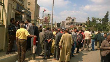 📷| أصحاب المخابز يتظاهرون ضد الغرامات ورداءة الدقيق أمام «ديوان الغربية»