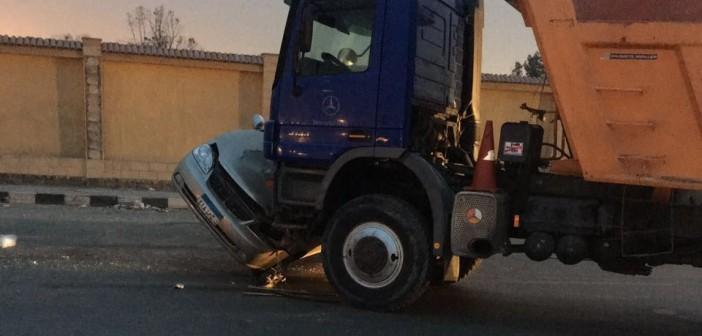 📷| تصادم بين سيارة نقل وملاكي في «جوزيف تيتو»