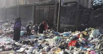 تفاقم أزمة القمامة في بهتيم.. وحصارها لإحدى مدارسها
