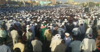 .. آلاف السودانيين يشاركون في تشييع جنازة حسن الترابي بالخرطوم