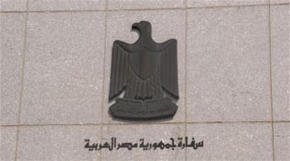 بالفيديو.. 4 دقائق بدون رد.. مصري يفشل في الاتصال بسفارة مصر بأبوظبي