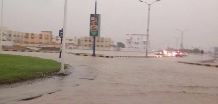 📷  بالصور.. سقوط أمطار رعدية غزيرة على سلطنة عُمان