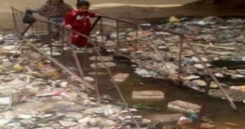 .. غرق كوبري في مخلفات ترعة قرية «برقاش» بالجيزة