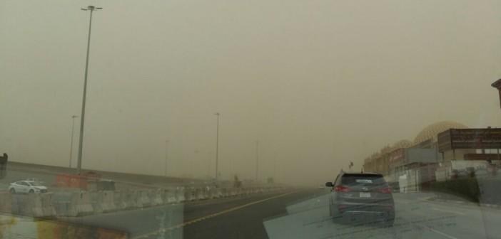 📷| بالصور.. عواصف ترابية شديدة بالسعودية.. وصعوبة الرؤية في جدة