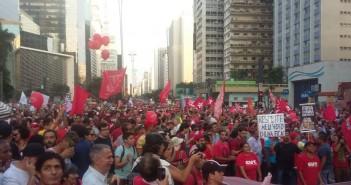 مصري يرصد مظاهرات اليسار المؤيدة لرئيسة البرازيل ضد «انقلاب اليمين»