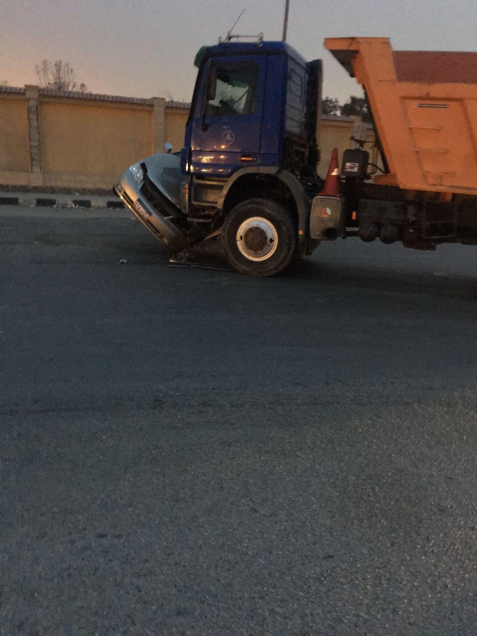 تصادم بين سيارة نقل وملاكي في «جوزيف تيتو»